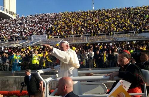 Firenze: gli ospiti di San Silvestro in visita dal Papa allo stadio Franchi